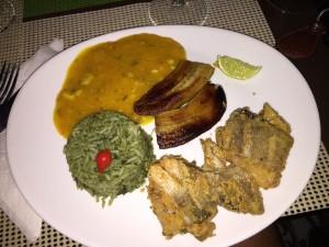 posta de peixe passado no fubá, arroz com taióba, pirão e banana frita. Carro chefe do lugar!