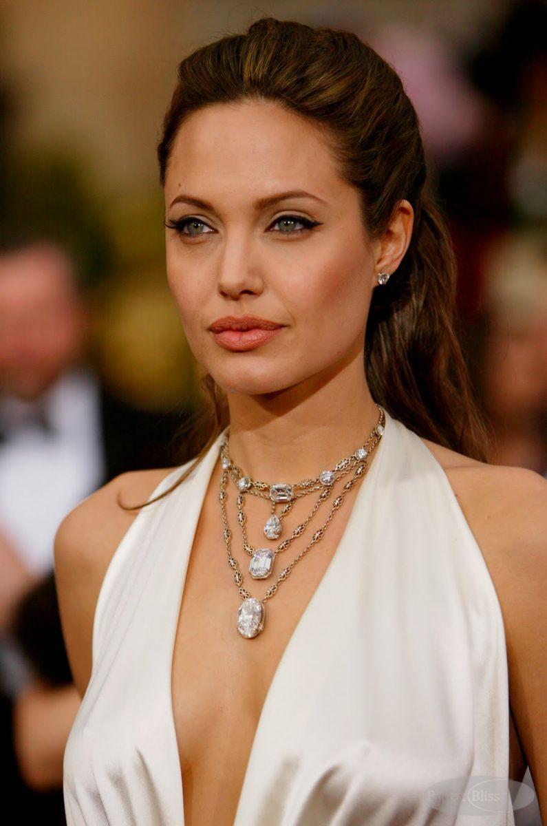 Angelina-Jolie-Oscar-2004
