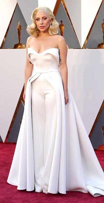 Lady Gaga está numa fase muito chique e achei que ela arrasou com esse macacão do Brandon Maxwell