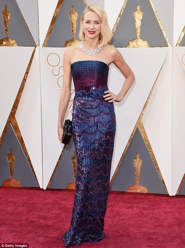 Naomi Watts é sempre muito elegante e estava linda com esse Armani