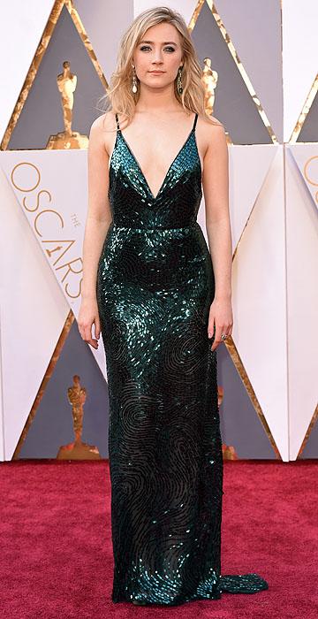 Saoirse Ronan linda de Calvin Klein