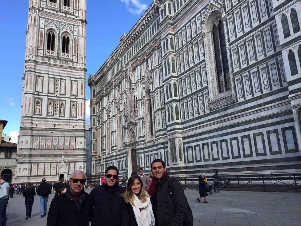 Campanário e a lateral do Duomo