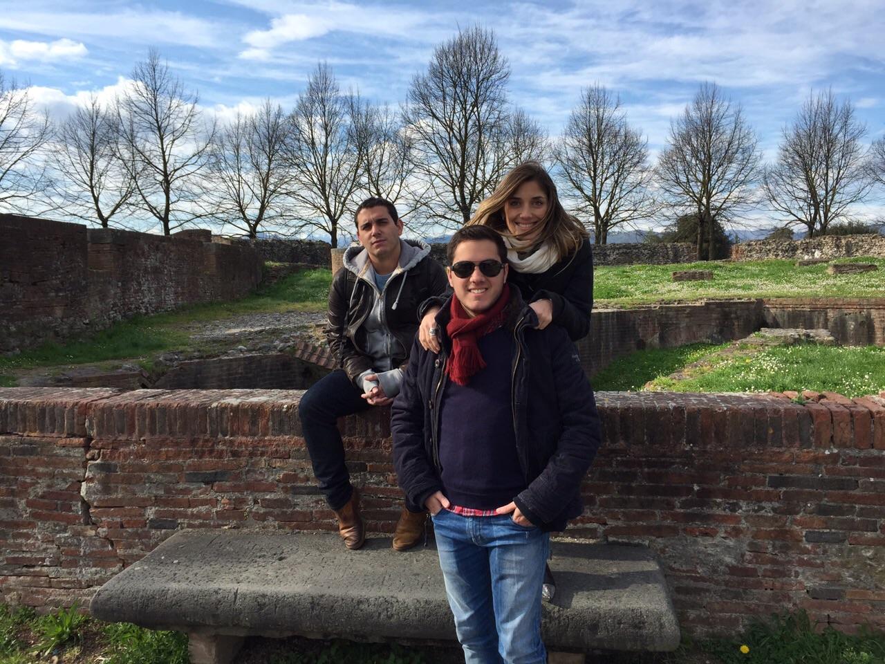 Em cima do muro de Lucca