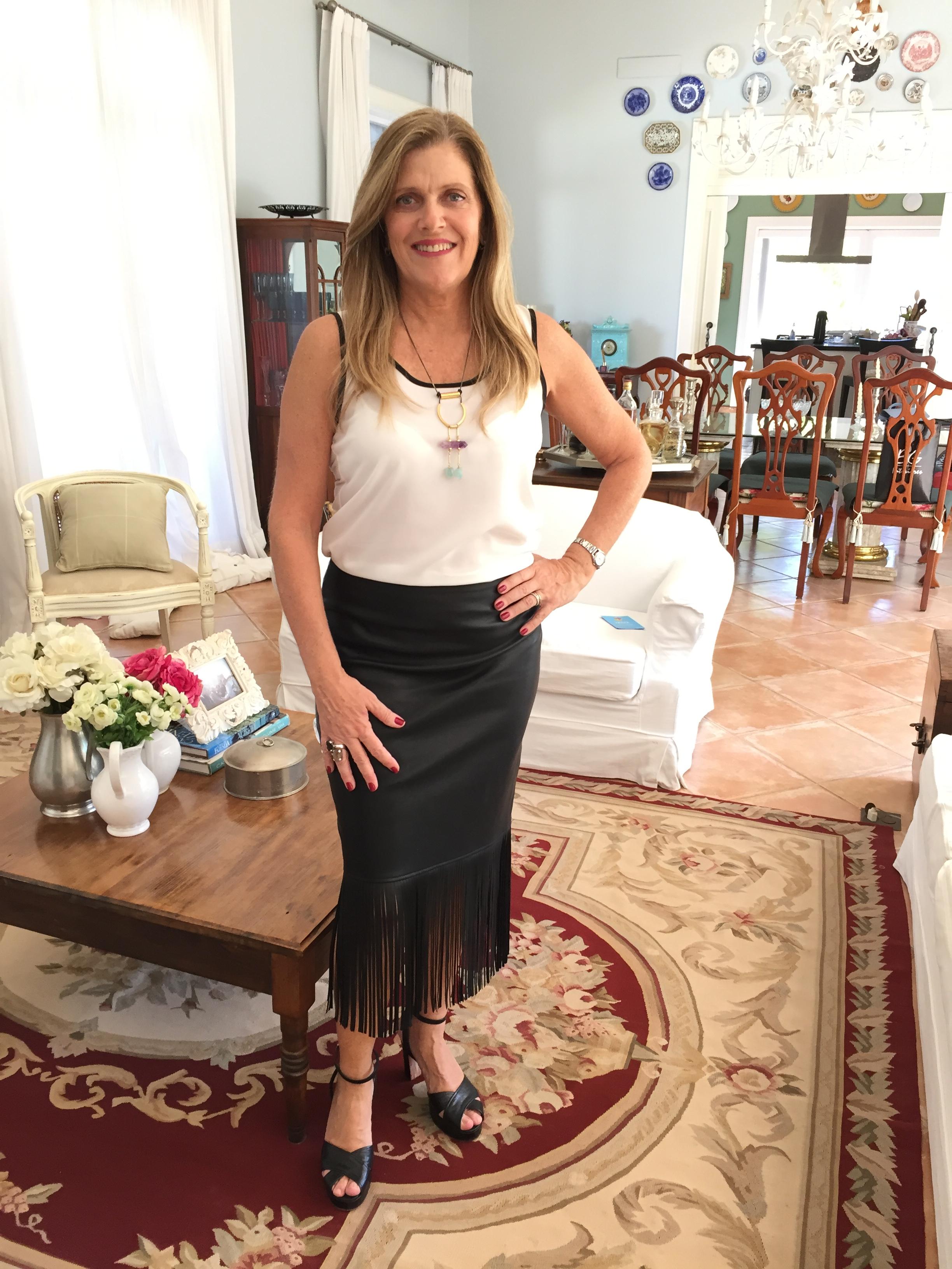 saia: Zara/ tenis: Adidas/ sandália: Maison D´or/ colar: Luiza Dias 111