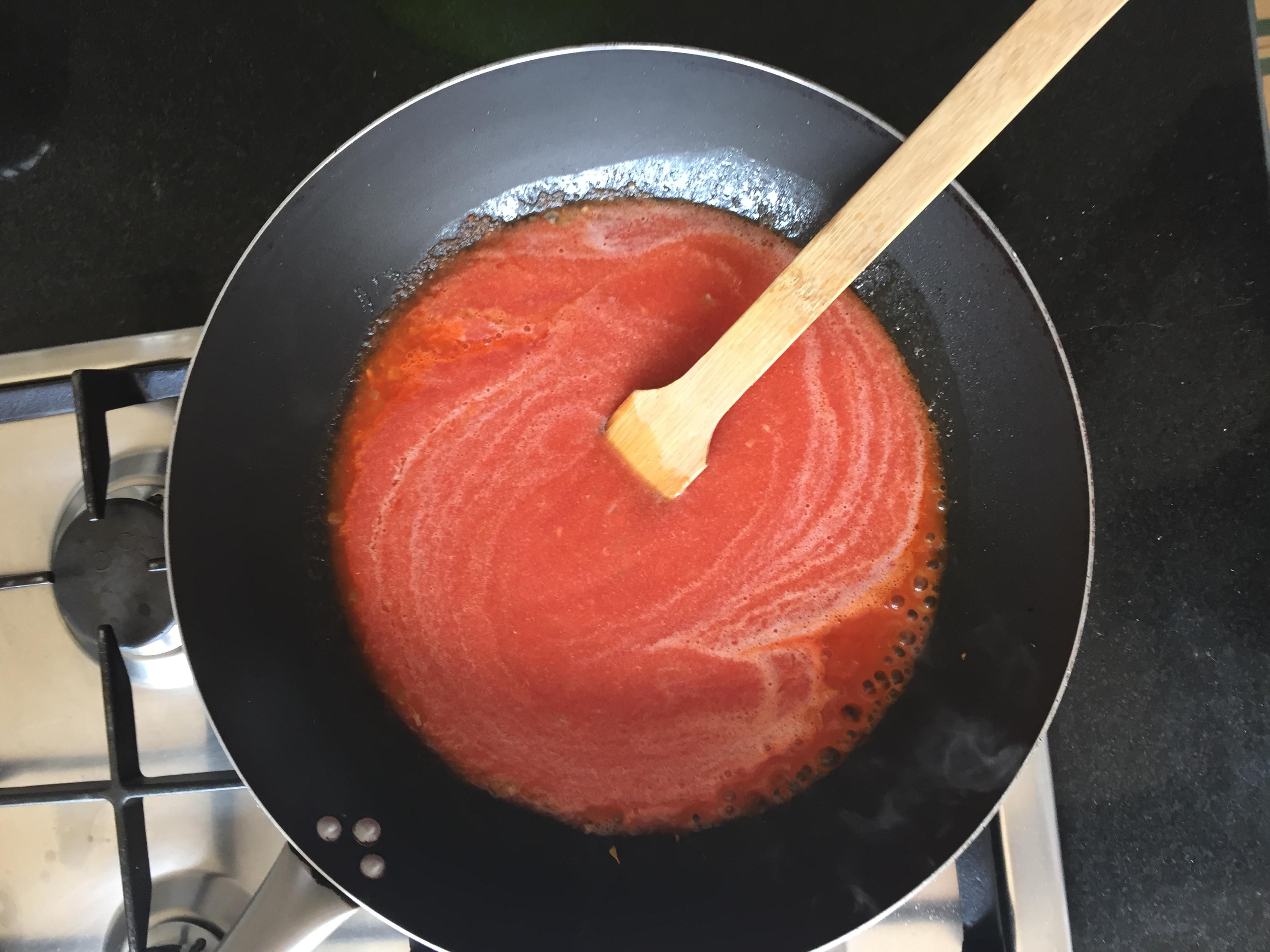 depois juntar o molho de tomate