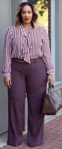 Reparem que a calça tipo pantolana é bem comprida, este é um truque para alongar
