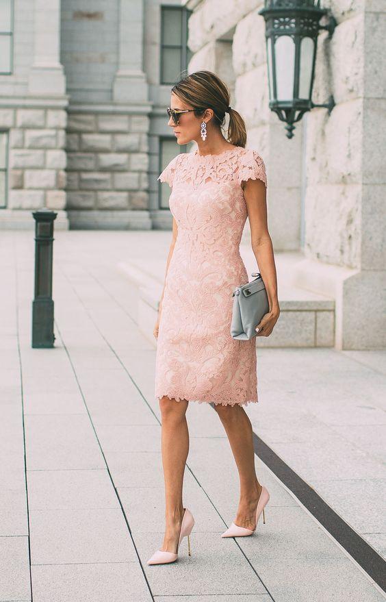Vestido tubo em renda rosa quartz