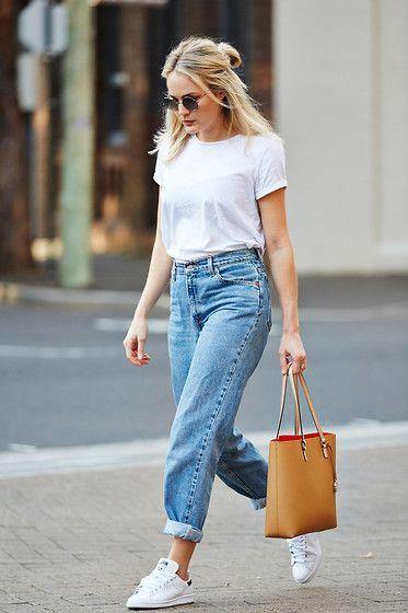 tênis e camiseta branca, básico e estiloso