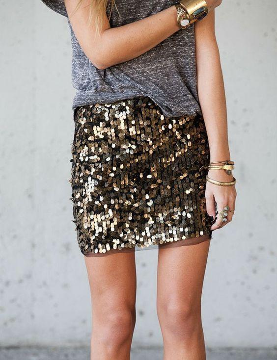 amo a combinação de camiseta podrinha com saia mais arrumada