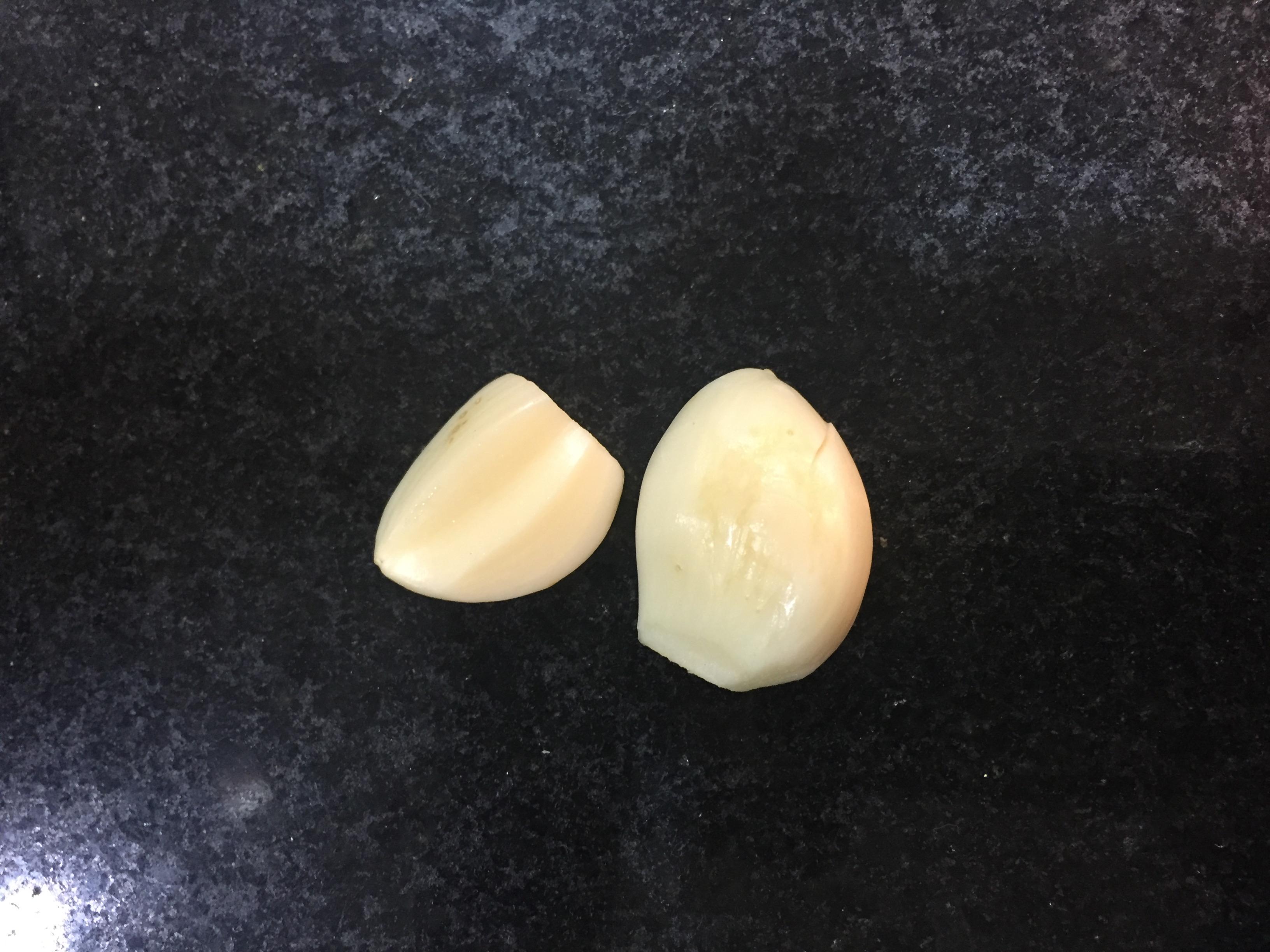 2 dentes de alho (usei um)