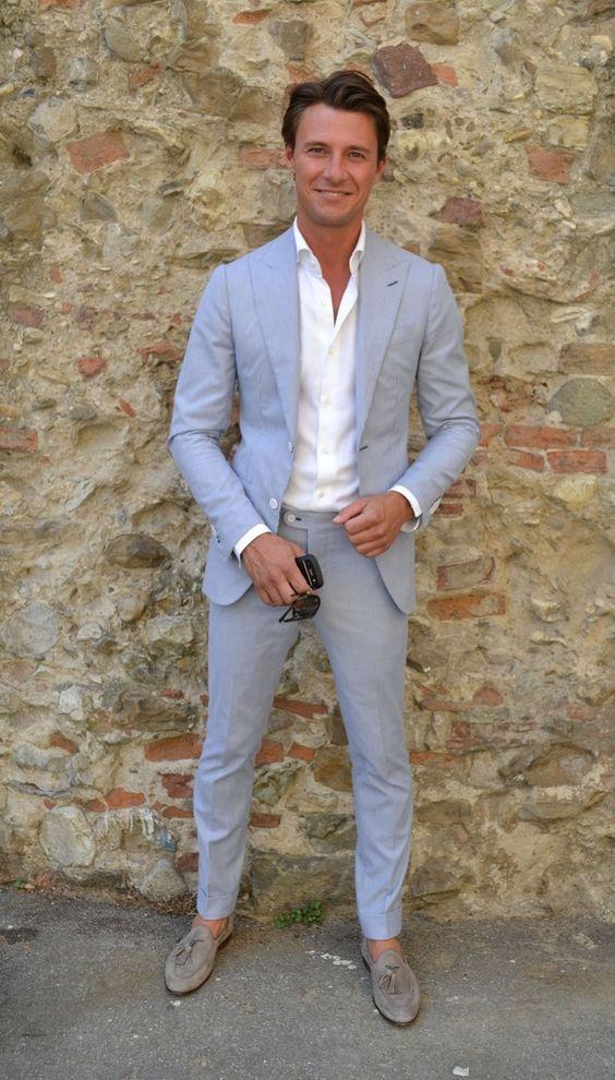 Olha que coisa mais linda este terno, que descontraído , moderno e chique ao mesmo tempo, se você é clássico mas quer arriscar, está é uma boa opção